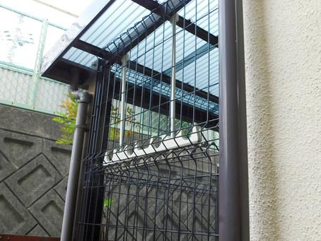 【施工事例】猫ちゃんが出て行かないためのフェンス設置(箕面市)