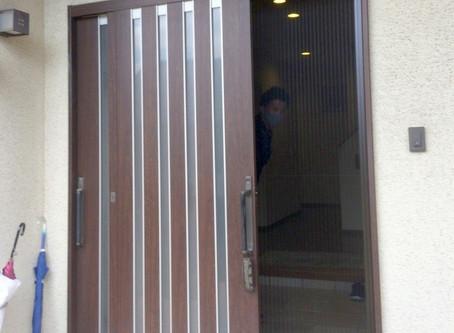 【施工事例】換気対策、玄関に収納網戸を設置(箕面市)