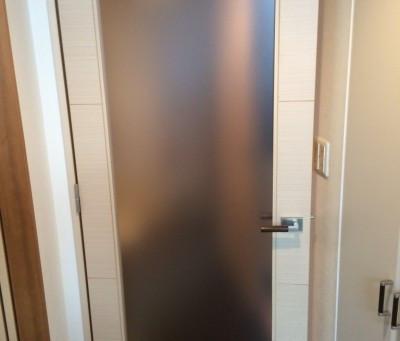 【施工事例】室内ドアのガラスをポリカに交換(豊中市)