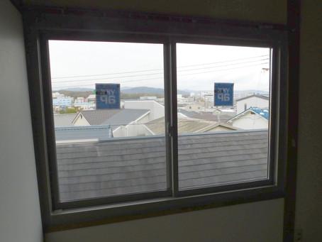 【施工事例】2階寝室窓を断熱性の高いサッシに交換(茨木市)