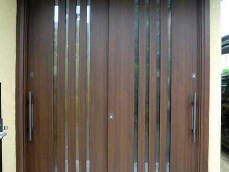 【施工事例】玄関ドアリモ、古い引戸を最新の素敵な引戸に