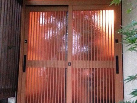 【施工事例】古くなった玄関引戸を交換、ぴかぴかの玄関に(箕面市)