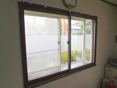 【施工事例】リビングの出窓と浴室の窓に内窓(吹田市)