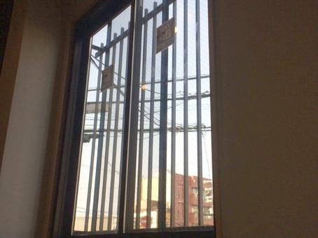 【施工事例】階段のFIX窓を換気できる窓に(大阪)