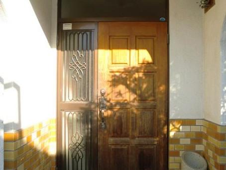 【施工事例】介護リフォーム:車いすの入りやすいドアに交換(箕面市)
