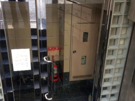 【施工事例】ビルのエントランスのフロアヒンジ交換(大阪市)