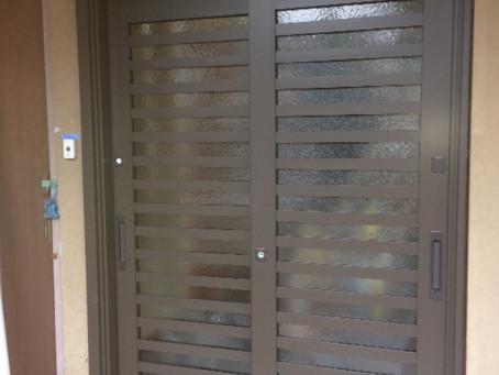 【施工事例】雰囲気を変えずに玄関引き戸を機能的に(京都市)