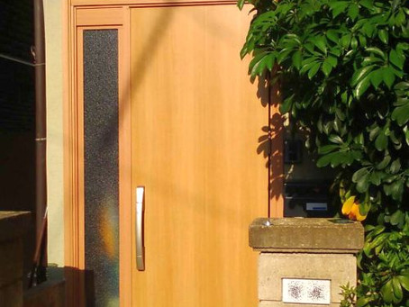 【施工事例】中が丸見えの引戸をドアに交換(大阪市)