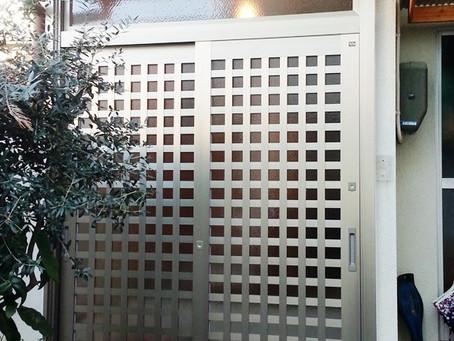 【施工事例】古い玄関引き戸が和風モダンに一新(京都市)