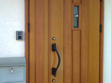 【施工事例】憧れの木目調の玄関へ(東大阪市)