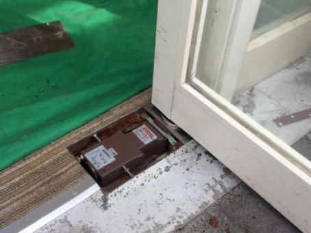 【施工事例】店舗ドアのフロアヒンジ交換(大阪市)