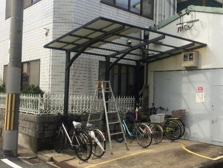 台風被害、自転車置き場の波板補修工事(箕面市)