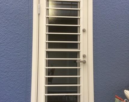 【施工事例】裏口ドアを換気できる通風ドアに交換(豊能郡)