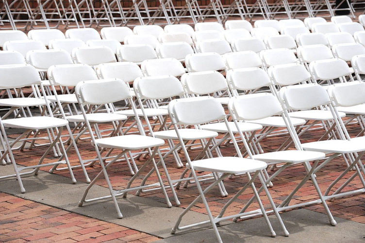 white_poly_folding_chairs_image2a_1.jpg