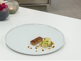 Spanferkel + Senf im serviert im Restaur