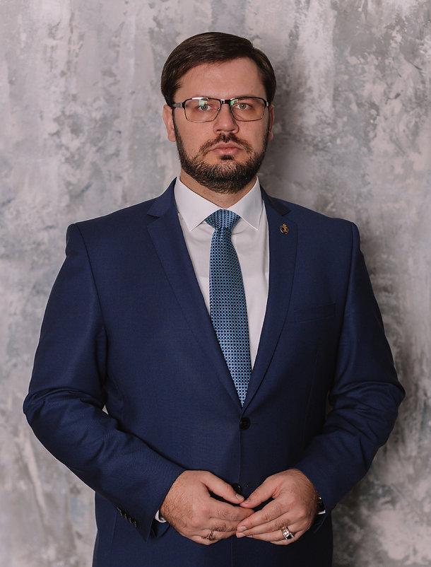 адвокат Дорошенко Р.А_edited.jpg