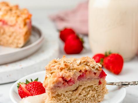 veganer Erdbeeren Streuselkuchen mit Vanille Pudding Füllung / vegan strawberry crumble cake