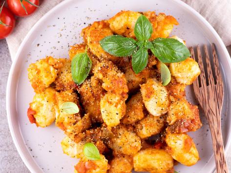 selbstgemachte vegane Kartoffel-Blumenkohl Gnocchi in Paprikasauce