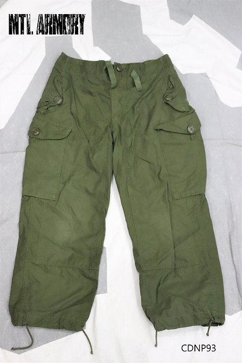 CANADIAN FORCES WINDPROOF PANTS SIZE SMALL-SHORT