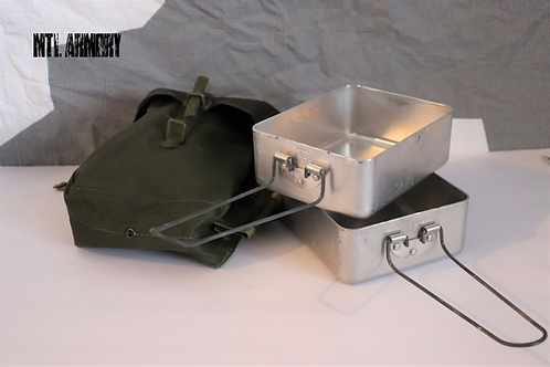 CANADIAN FORCES MESS KIT WITH 82 PATTERN POUCH