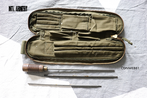 CANADIAN ISSUED CLEANING KIT WITH CANVAS CARRIER