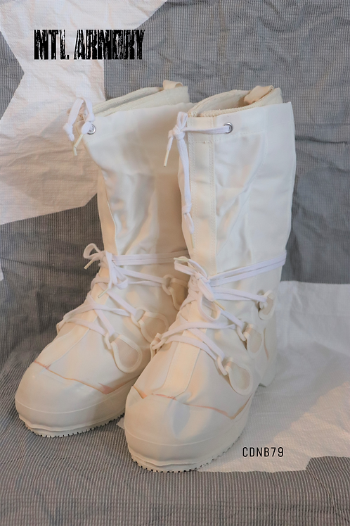 CANADIAN FORCES MUKLUK BOOTS SIZE 6