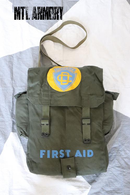 CANADIAN FORCES CIVIL DEFENCE FIRST AID SHOULDER BAG
