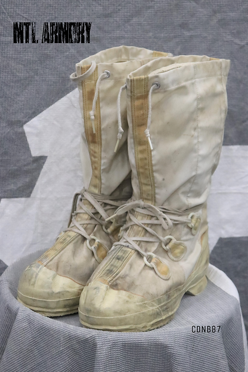 CANADIAN FORCES MUKLUK BOOTS SIZE9
