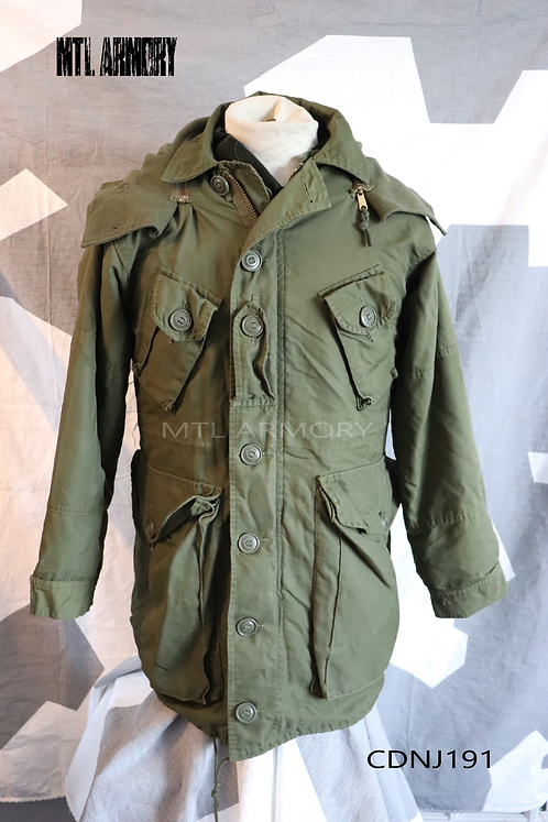 CANADIAN FORCES ISSUED ECW PARKA SIZE SMALL-SHORT