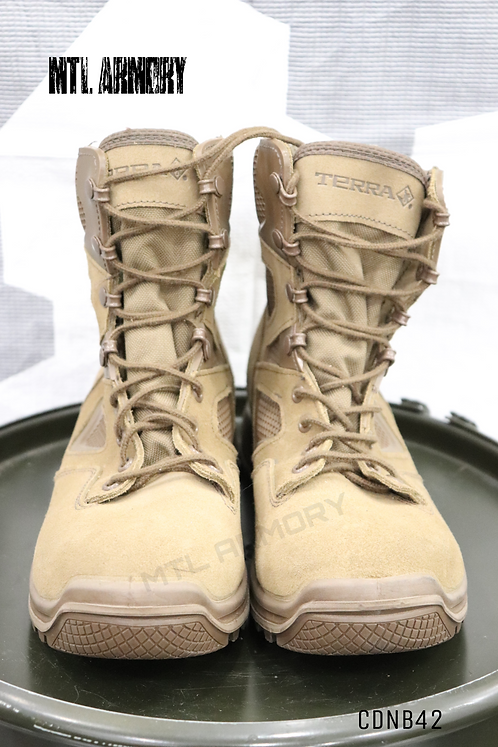 CANADIAN ISSUED TERRA BOOTS SIZE 265/104 (8.5)