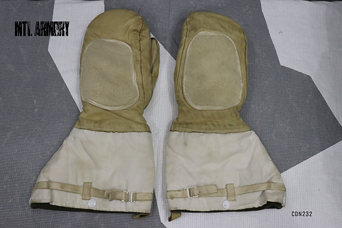 CANADIAN  ECW MITTENS WITH LINERS SIZE MEDIUM