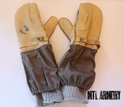 CANADIAN ISSUED TRIGGER FINGER MITTENS WITH LINER