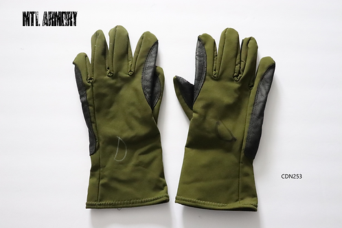 CANADIAN FORCES GREEN MORTAR GLOVES SIZE LARGE