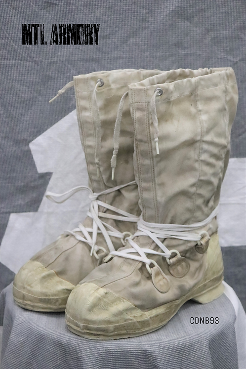 CANADIAN FORCES MUKLUK BOOTS SIZE 10