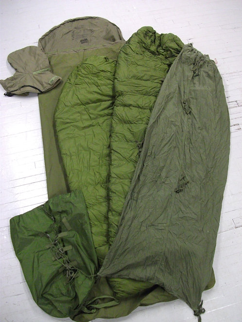 CANADIAN FORCES ISSUED 6 PCS SLEEPING BAG SYSTEM