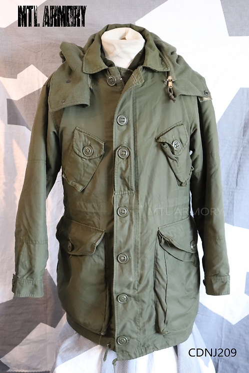 CANADIAN FORCES ISSUED ECW PARKA SIZE LARGE-SHORT