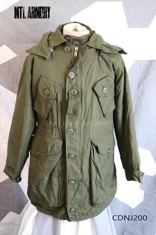 CANADIAN FORCES ISSUED ECW PARKA SIZE MEDIUM-SHORT