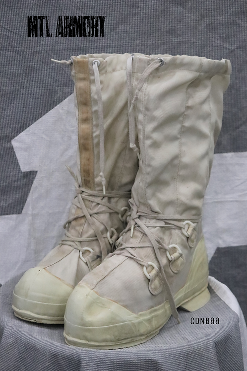 CANADIAN FORCES MUKLUK BOOTS SIZE 9N