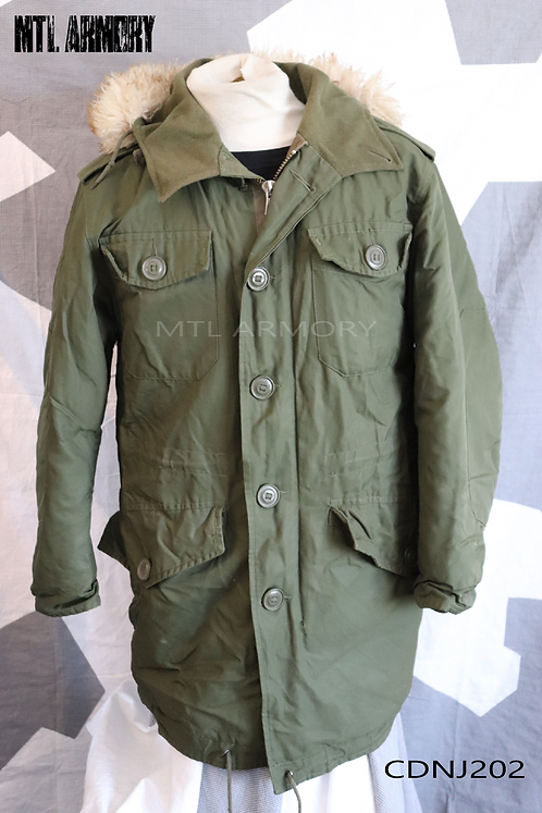 CANADIAN FORCES ISSUED PARKA SIZE SMALL