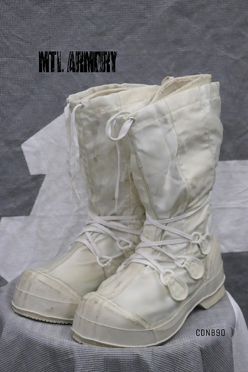CANADIAN FORCES MUKLUK BOOTS SIZE 9