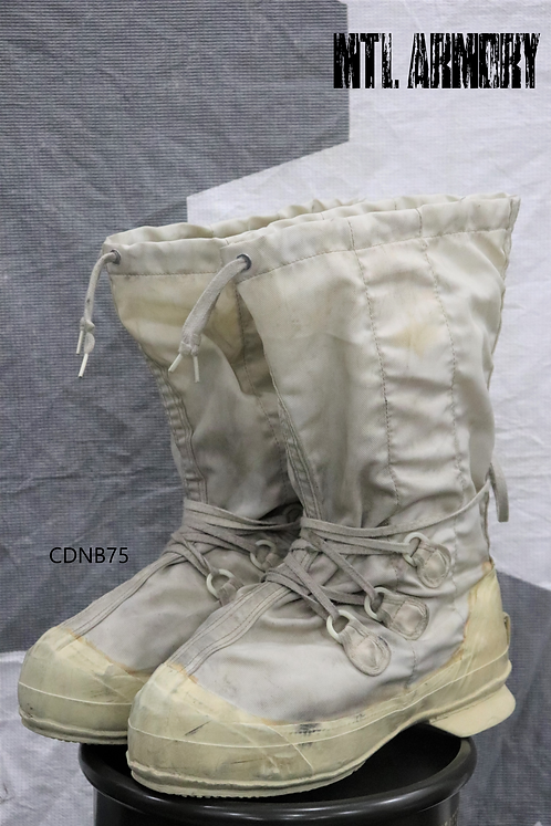 CANADIAN MUKLUK BOOT SIZE 10