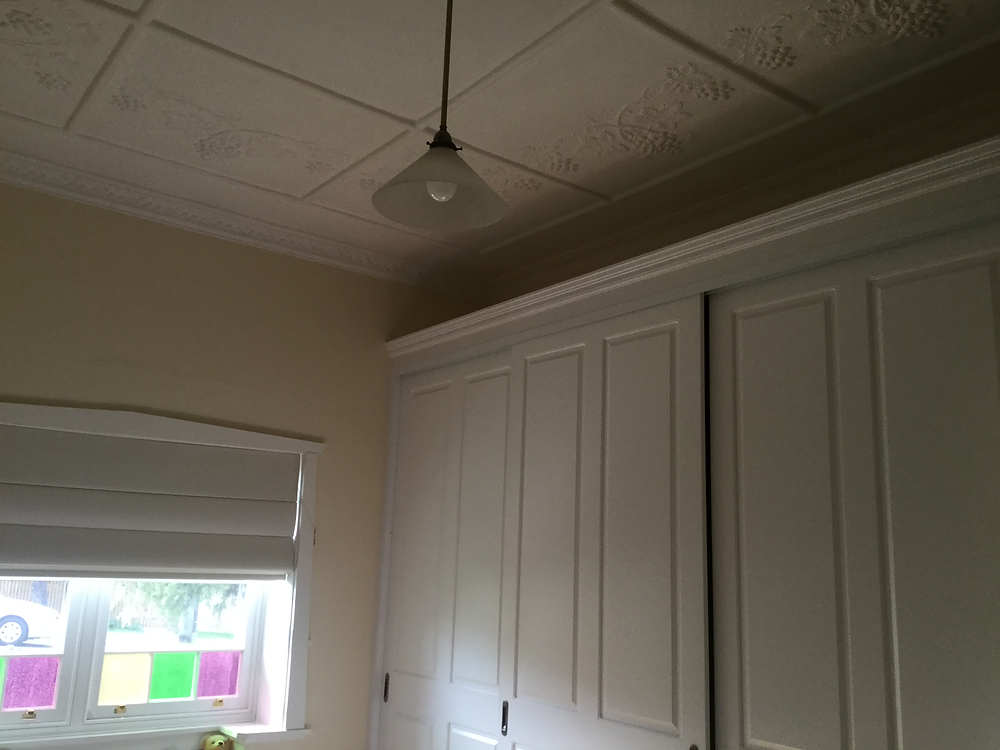 All aluminium windows were replaced with new timber framed Federation-look windows and the decorative ceiling were preserved when the wardrobes were installed in the bedrooms.