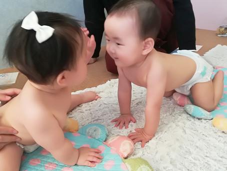 赤ちゃんはお目めが大好き♪