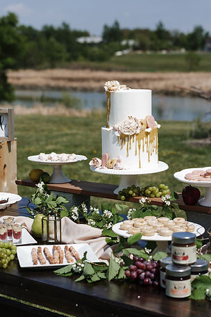 Eco wedding shoot styled by Pearl & Birch featuring farm-to-table fixings from Loaf & Honey.