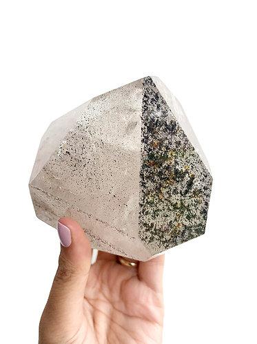 Hematite and iron in Quartz