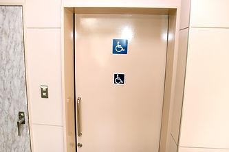 17.多目的トイレ.jpg