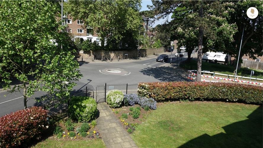 Hansler Court House 's Garden