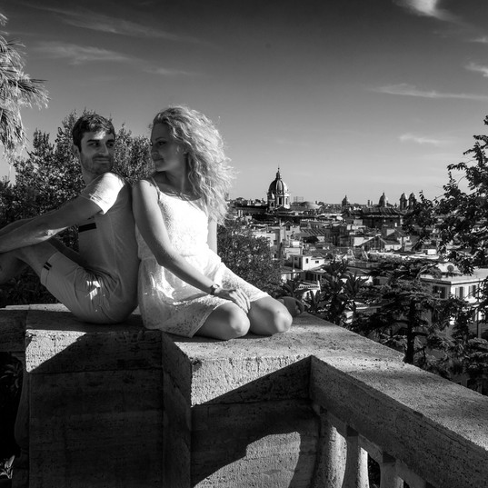 Rome_couple0007_bw.jpg