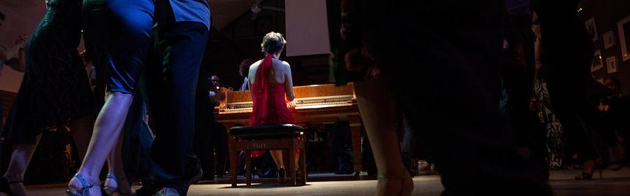 Ballare attorno al pianoforte