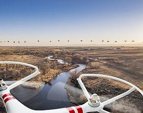 Drone sobre un río